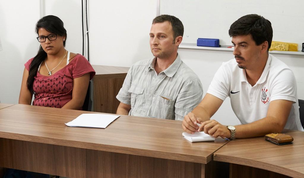 Prof. Christopher Cutler (ao centro) reunido com estudantes da Entomologia UFV.